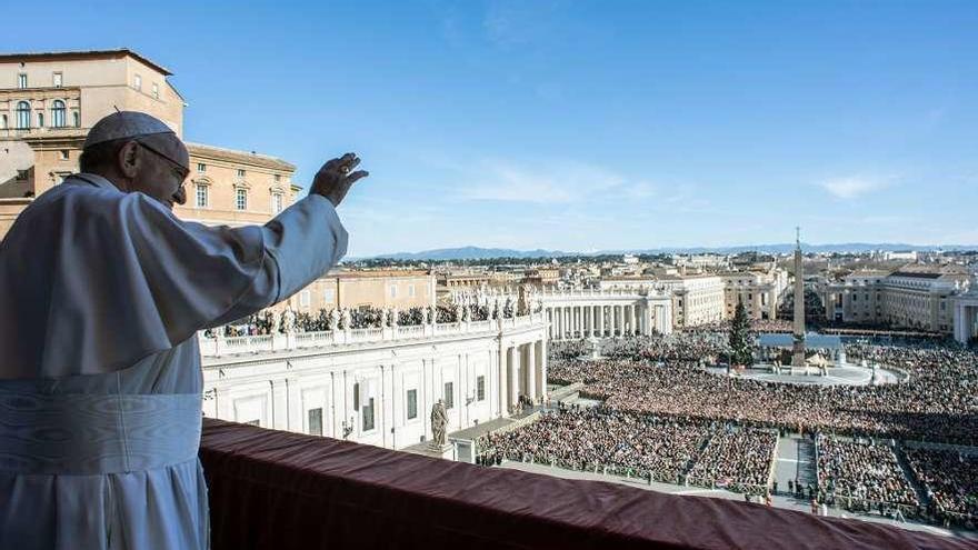 """El Papa clama por un mundo """"más justo"""" en el que se respeten las diferencias de credo e ideas"""