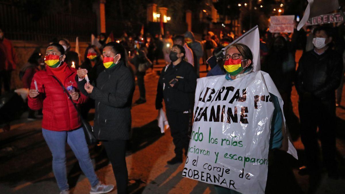 Miles de personas marchan en Bolivia a favor del Gobierno