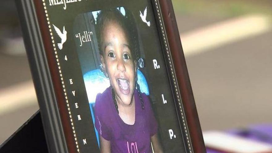 Una madre mató a su hija de cuatro años de cansancio al obligarla a estar de pie durante tres días