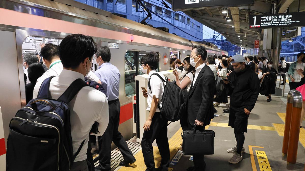 Pasajeros en el Metro de Tokio.