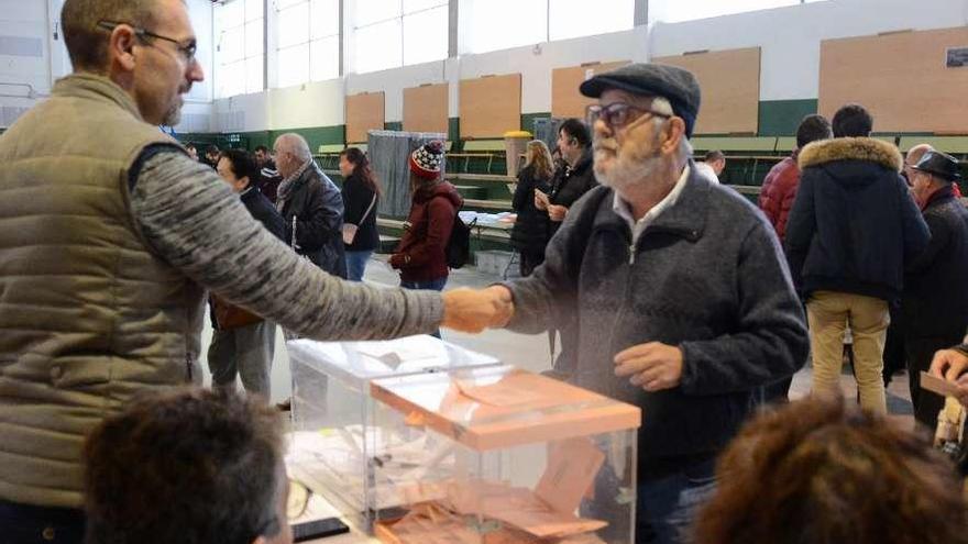 El PSOE resiste en Morrazo pese a la fuga de votos y el PP, que vence en Bueu, se recupera