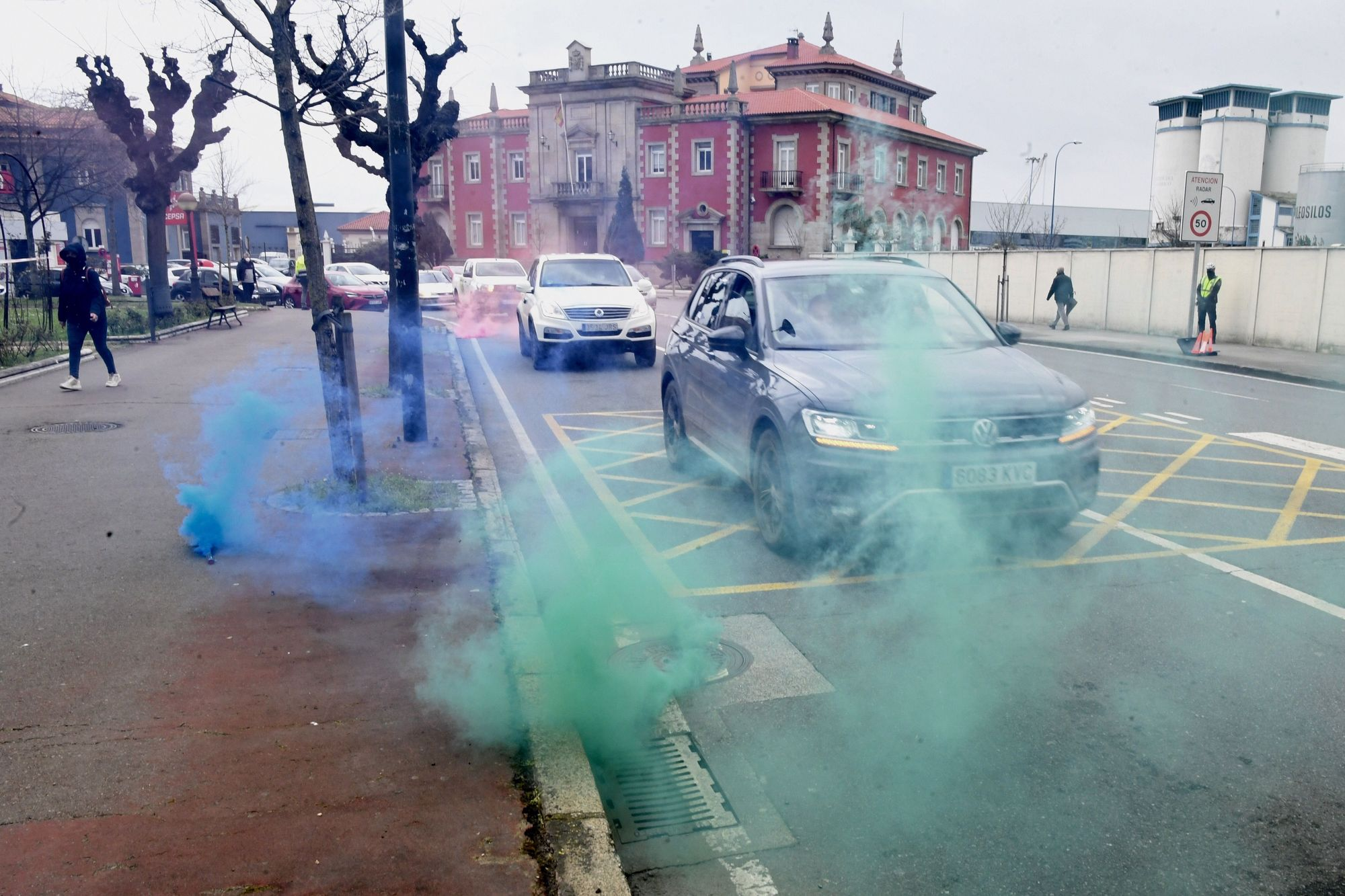 Una caravana de vehículos contra la ley de cambio climático llega a A Coruña