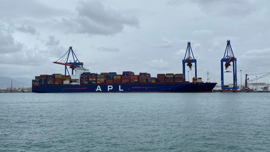 El puerto de Málaga recibe cinco grandes mercantes tras el 'atasco' en el Canal de Suez