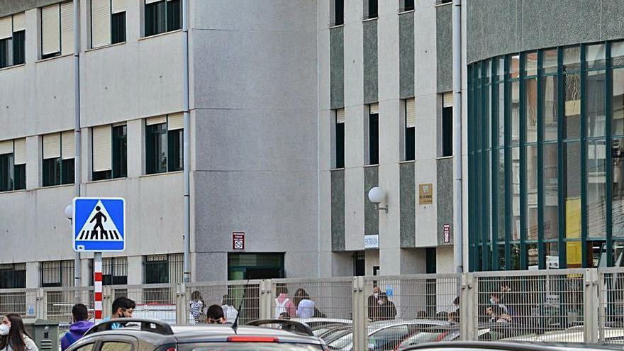 La comarca suma seis alumnos positivos más en los institutos Rodeira, A Paralaia y As Barxas
