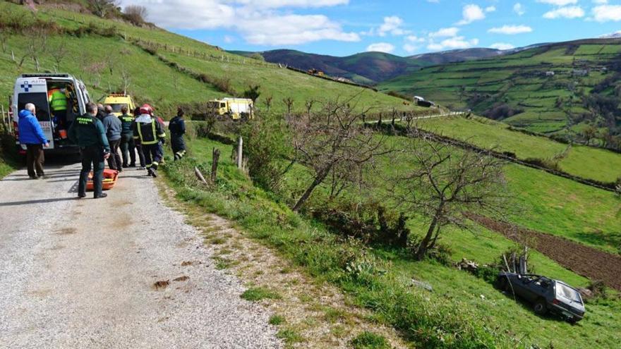 Herida una mujer en un accidente en Cangas del Narcea