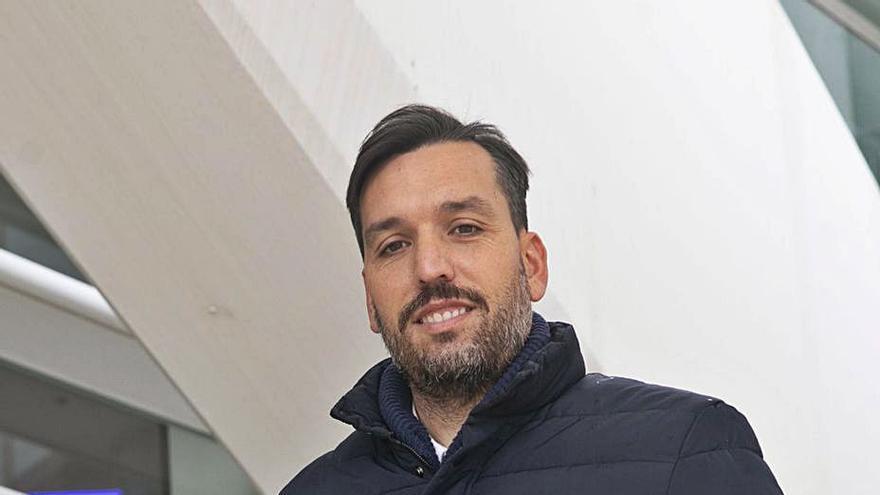 Hernán quiere dar otro paso: el entrenador asturiano deja el Unionistas
