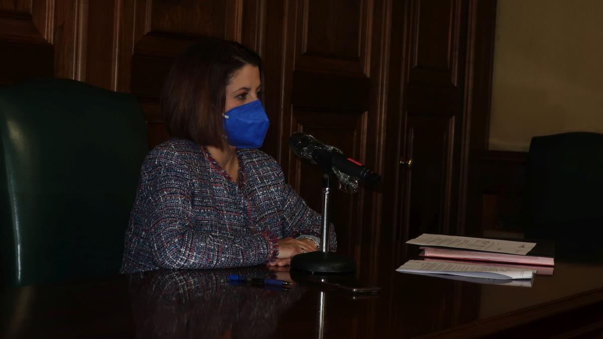 La alcaldesa de Teruel, Emma Buj, ayer durante la junta de Gobierno local
