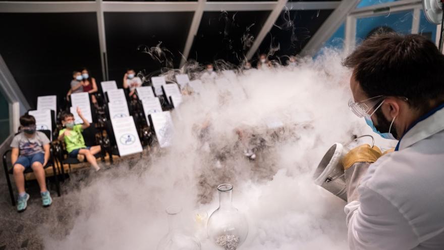 El Museu de les Ciències celebra sesiones diarias de 'Química en acción' y 'La ciencia invisible' hasta el 12 de abril