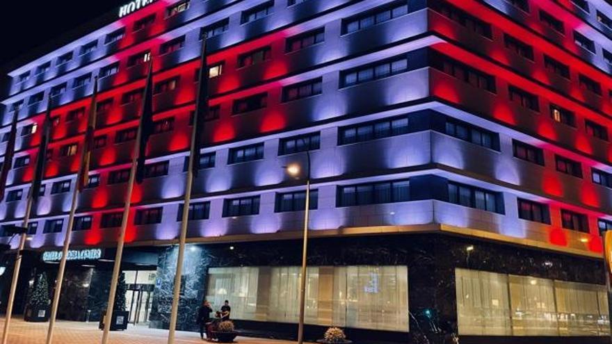 Edificios, colegios o ayuntamientos se iluminarán de rojo para dar las gracias a Cruz Roja