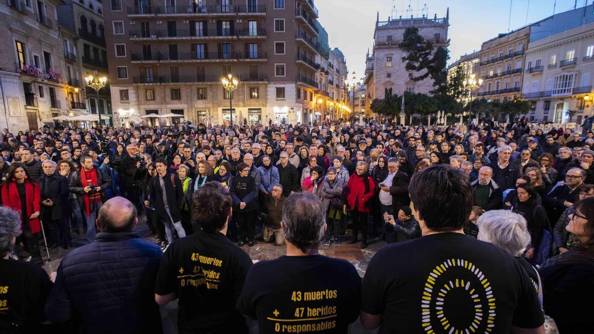 Comunitat Valenciana / Ultima concentración de las victimas de metro del 3 de julio de 2006 despues de la sentencia judicial que condena a directivos de FGV