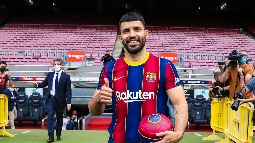"""Kun Agüero: """"Creo que Messi seguirá en el Barça"""""""