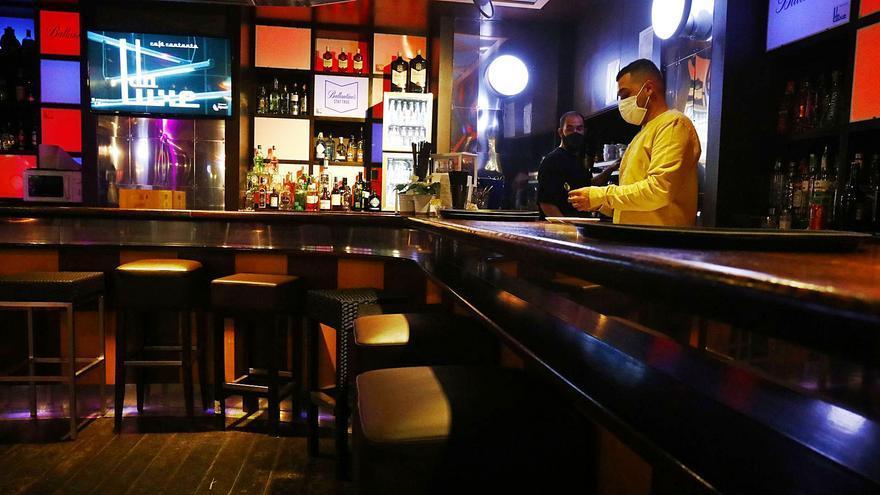 La actividad regresa a las barras de bar y a las discotecas