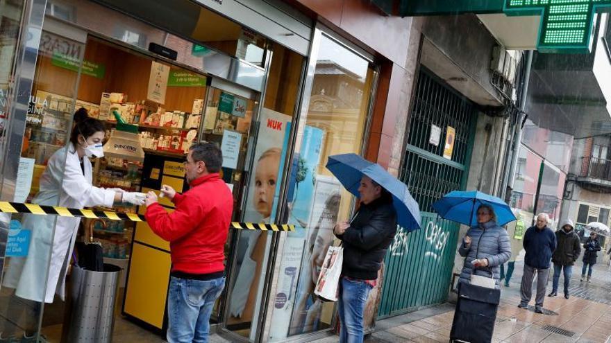 Los pacientes crónicos asturianos no tendrán que ir a consulta para retirar su medicación