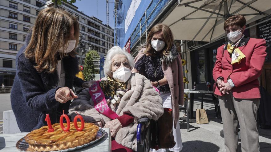 El cumpleaños del siglo en el centro de Oviedo