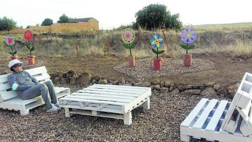 Un museo de arte reciclado entre espigas en Quintanilla del Olmo