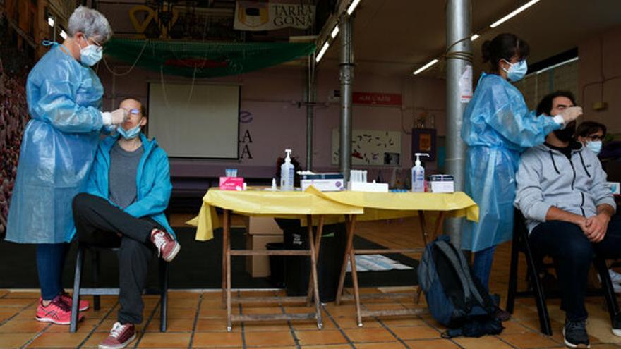 Augmenten els contagis a Catalunya, però els hospitals no ho noten