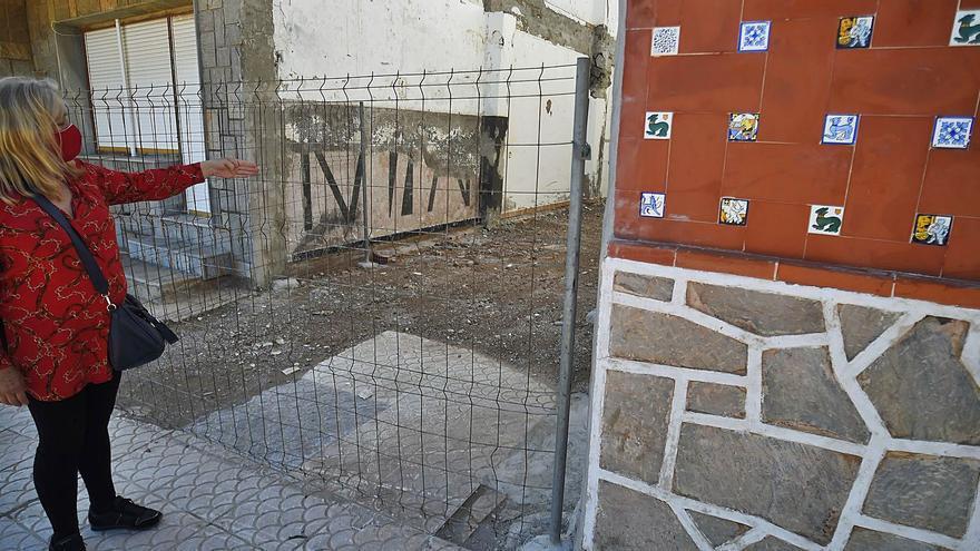 Costas ordena el derribo de viviendas en el paseo marítimo de Los Nietos
