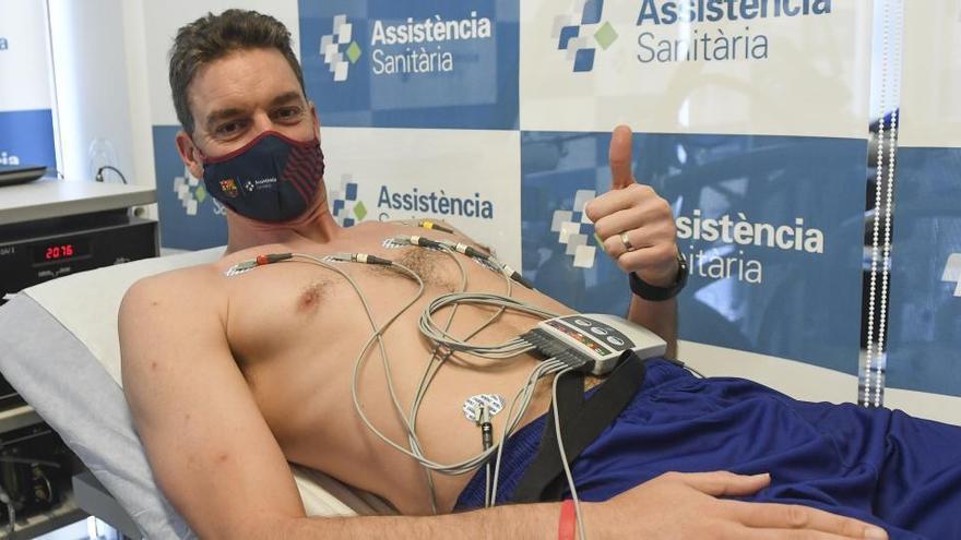 Pau Gasol supera la revisión médica con el Barça