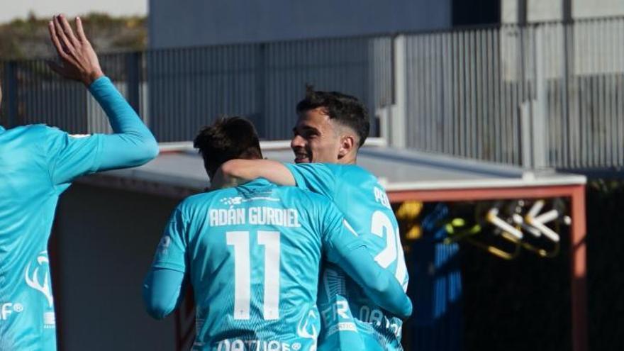Alberto Toril y Champagne lideran la victoria del Real Murcia en Granada