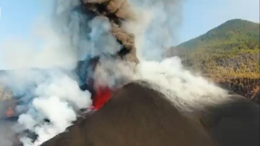 Al menos dos tubos volcánicos ayudan a aliviar la lava hacia el mar en el volcán de La Palma