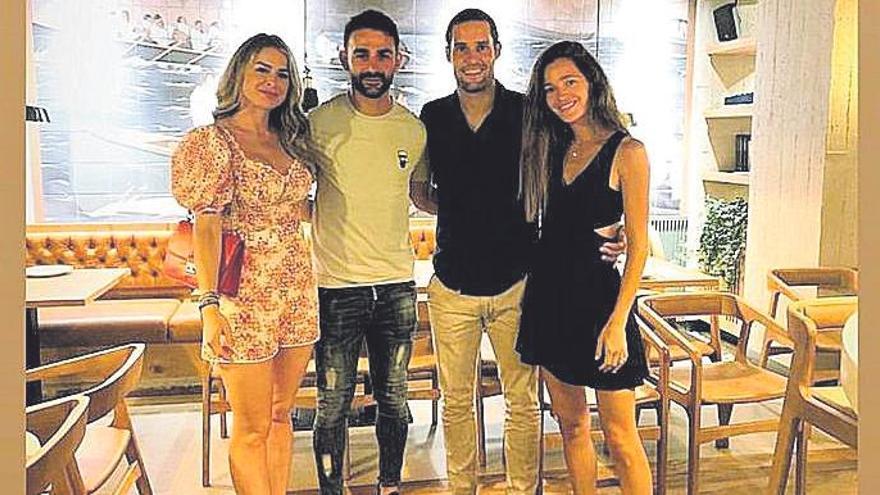 Malena Costa  descansa en Mallorca junto a su marido el futbolista Mario Suárez