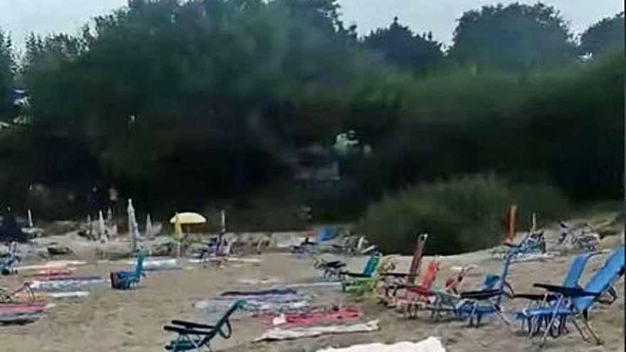 Cangas actúa contra la reserva nocturna de espacio en playas en un día con 102 multas en los arenales