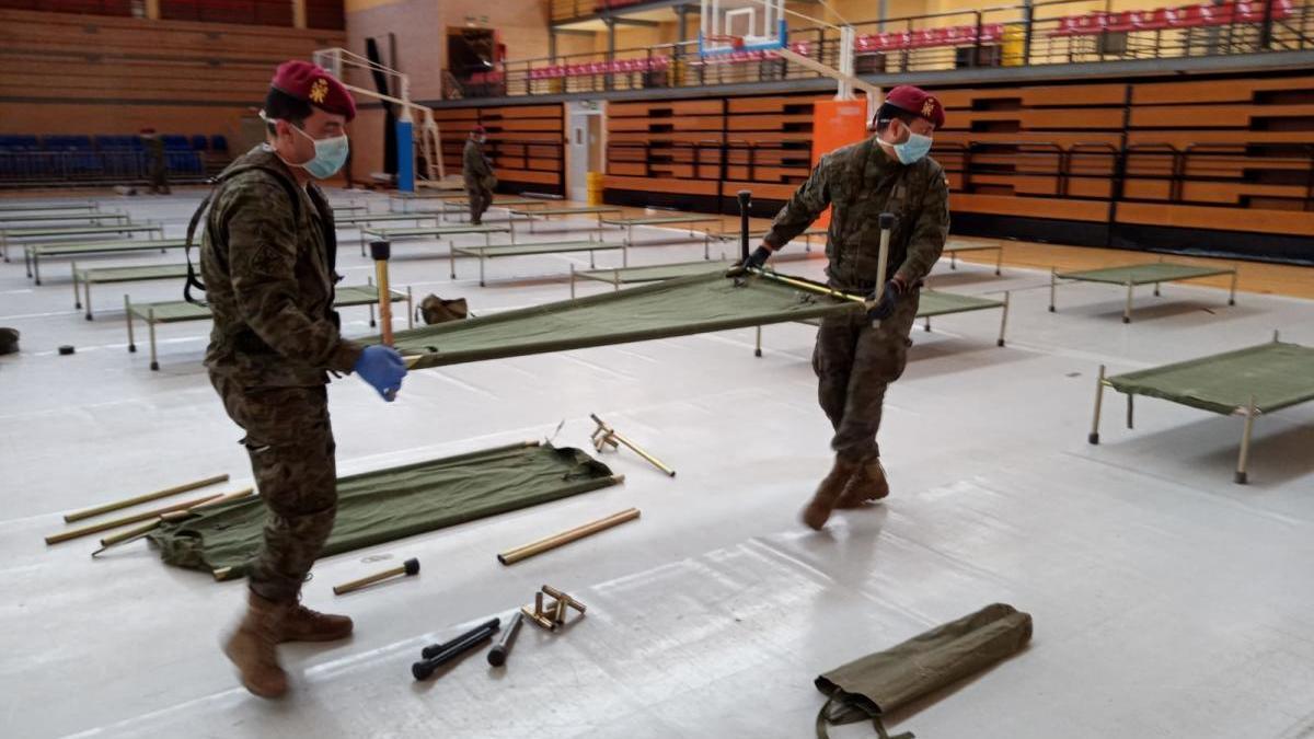 Los militares trabajando en El Cabanyal.