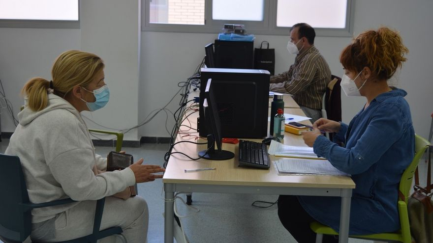 """""""Digitalízate"""", un servicio del Ayuntamiento de Alicante para ayudar a la ciudadanía en sus gestiones online"""