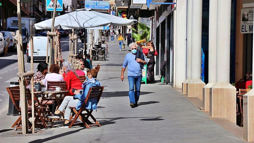 Calp demana ser zona de gran afluència turística per a obrir més diumenges les botigues
