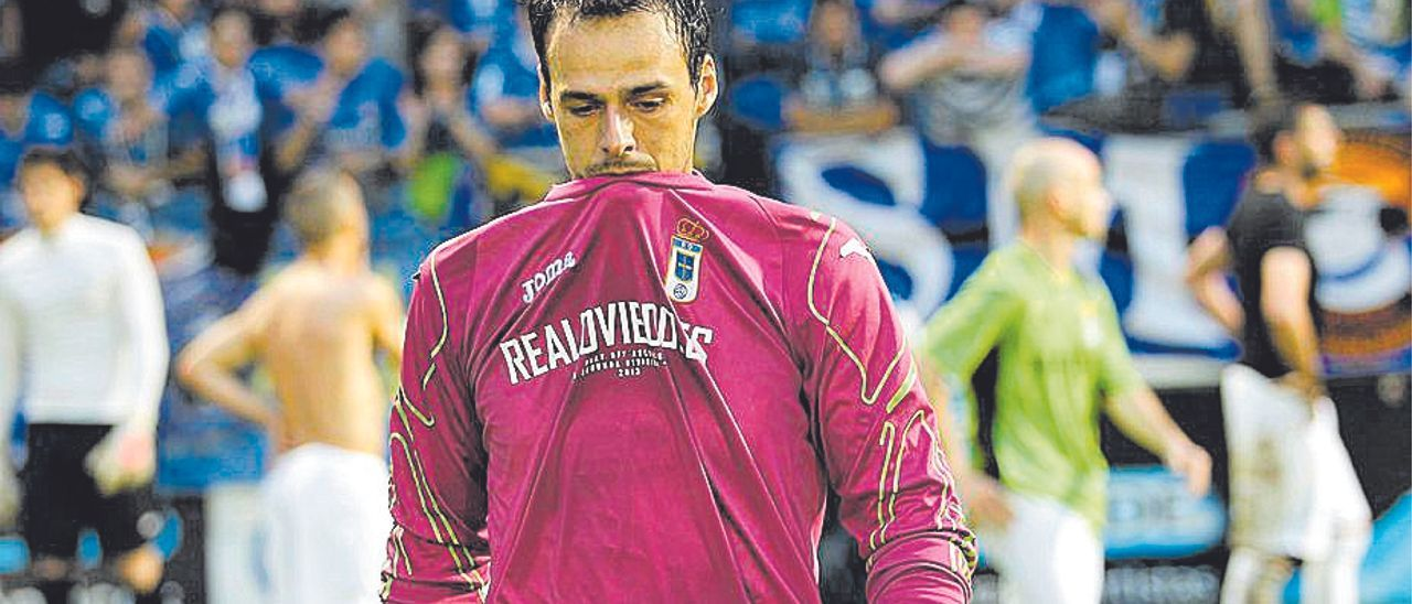 El meta grancanario Orlando Quintana, durante su periplo con el Real Oviedo.