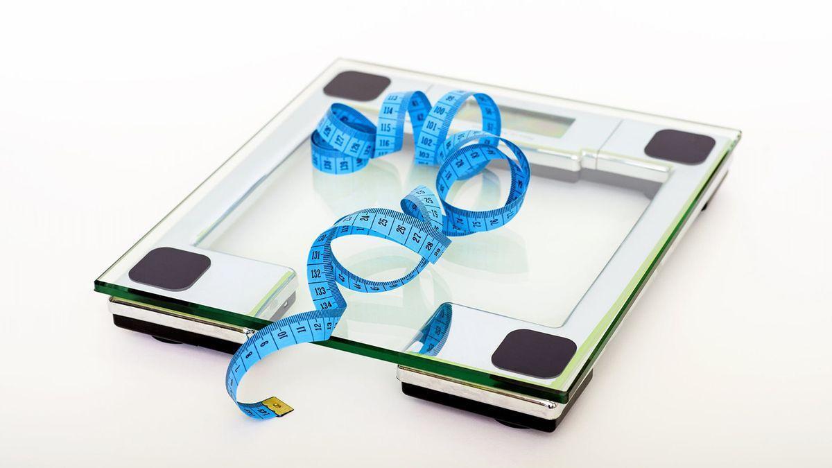 Cuántas calorías hay que comer al día para perder un kilo por la noche