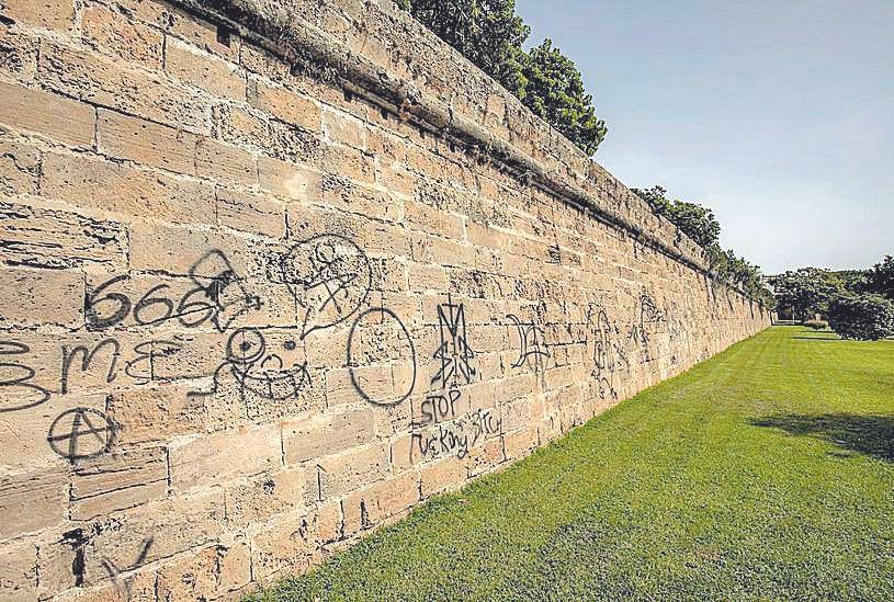 Vandalismo de autor en la muralla