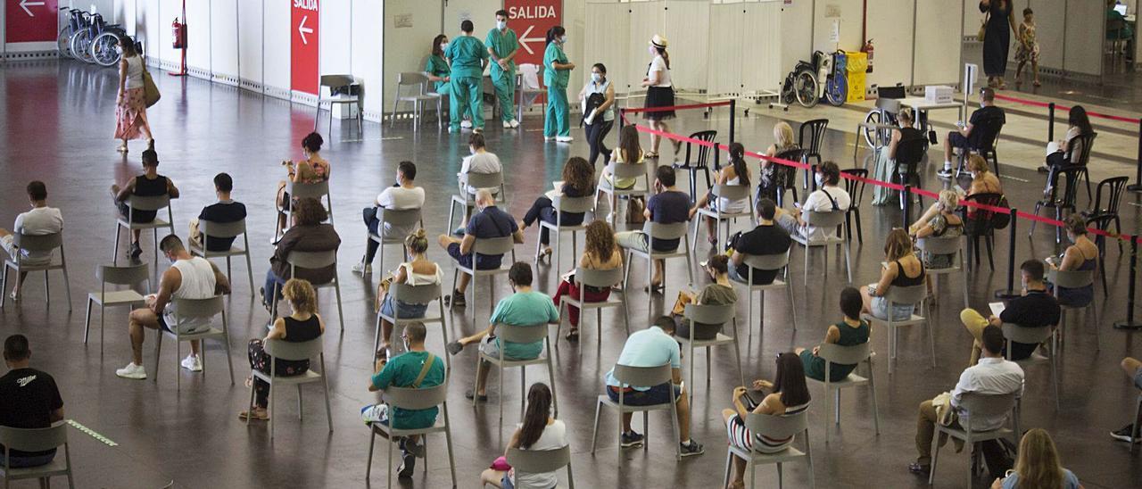 Vacunación en las instalaciones de Ciudad de la Luz.
