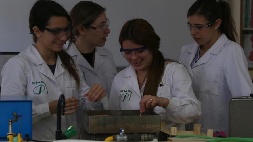 Educació bonificarà la meitat de la matrícula a les noies que vulguin estudiar cicles d'FP industrial