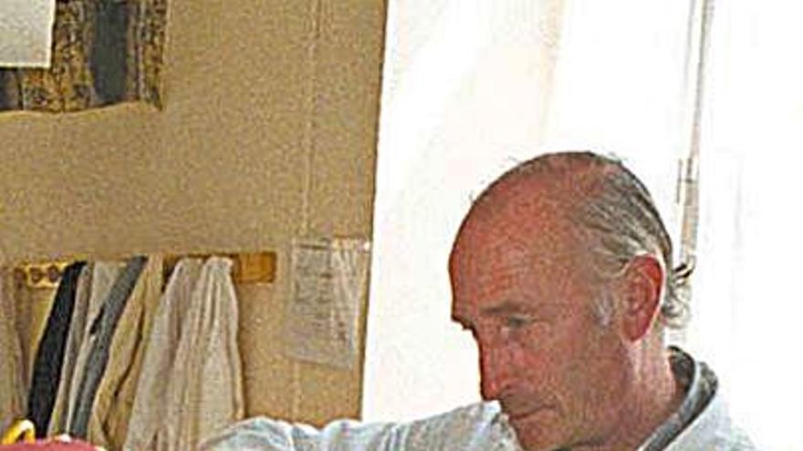 Fallece a los 77 años el artesano tapicero de El Llano Carlos Vallado Alonso