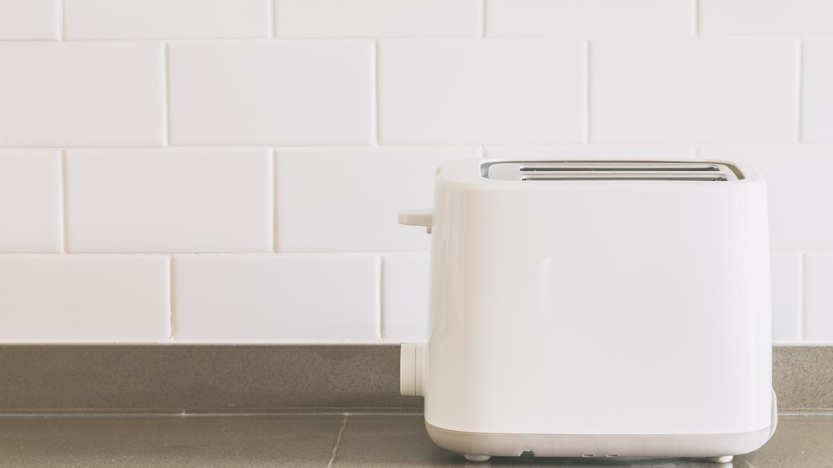 El truco de limpieza para dejar la tostadora como nueva.