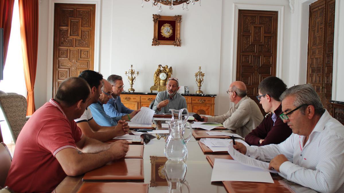 Reunión de los alcaldes del alfoz con Romualdo Fernández en el Ayuntamiento de Zamora.