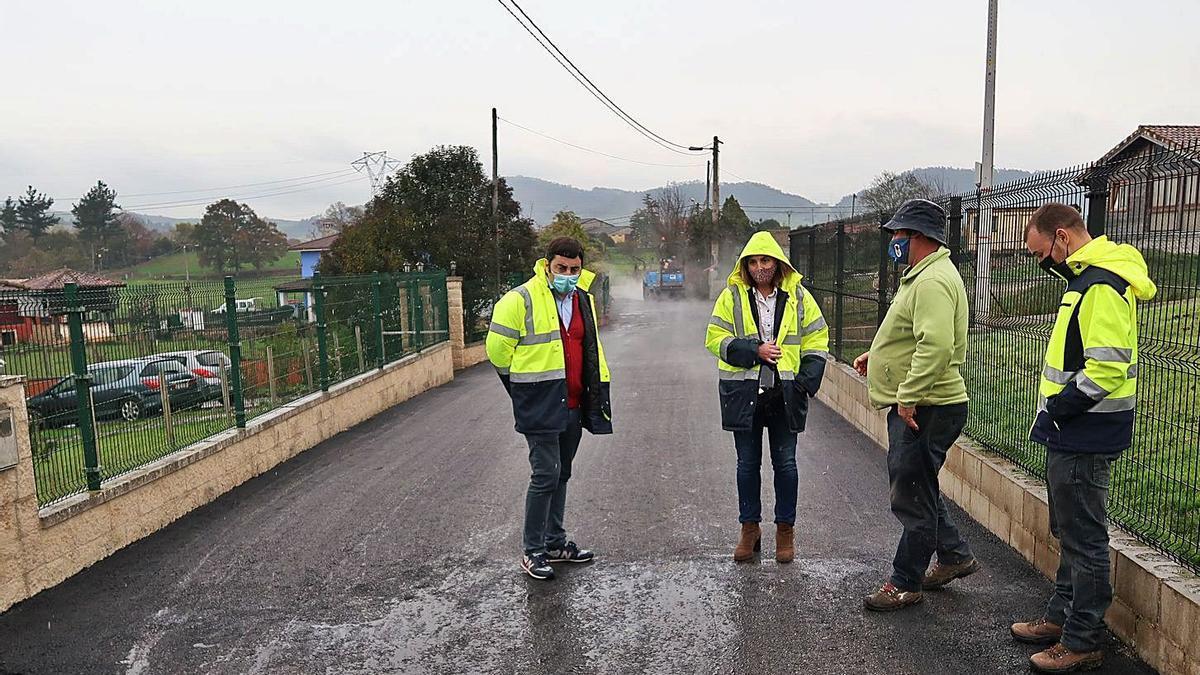 A punto de concluir la mejora del camino del alto La Muria (Llanera)   A. I.