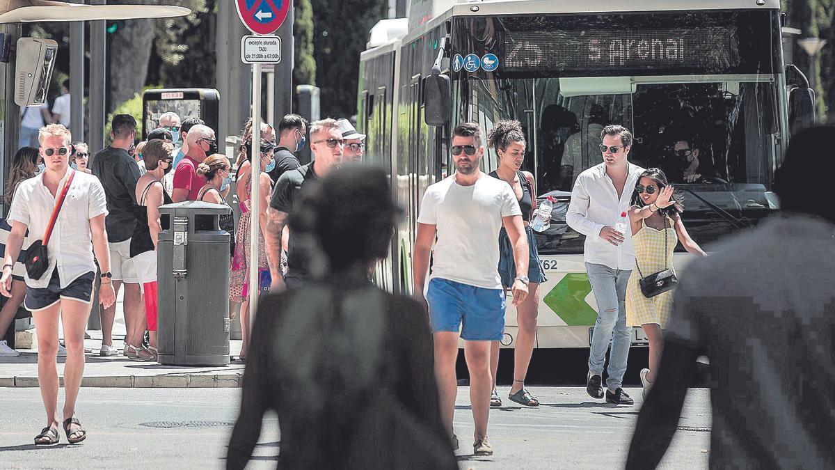 Solo en la isla de Mallorca había ayer más de 8.800 personas afectadas en mayor o menor medida por la covid-19.