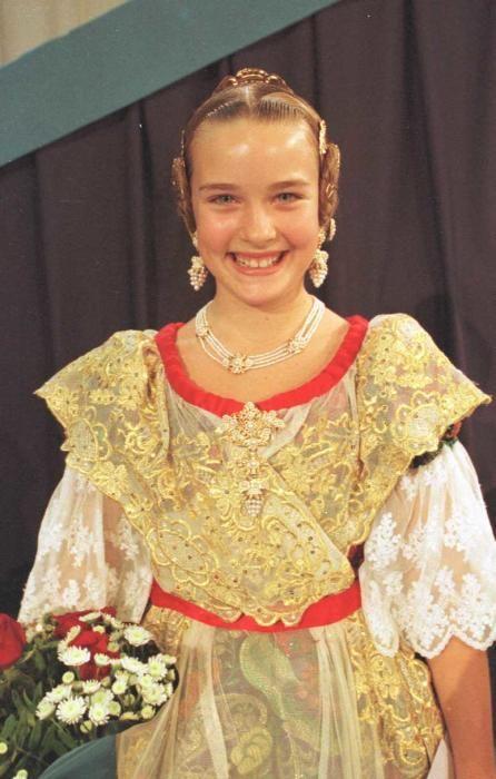 Corte 2001. Sandra Molins, infantil en 2001 y después en la corte mayor de Carmen Sancho en 2014.