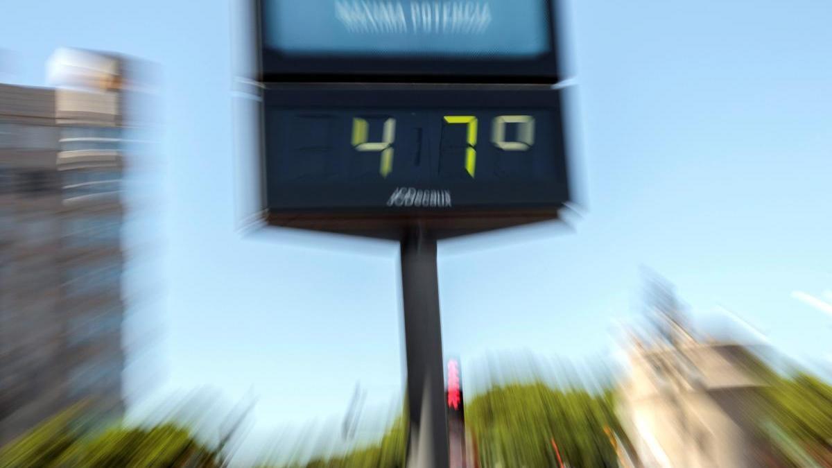 Un termómetro en Valencia marcó 47 grados el pasado agosto.
