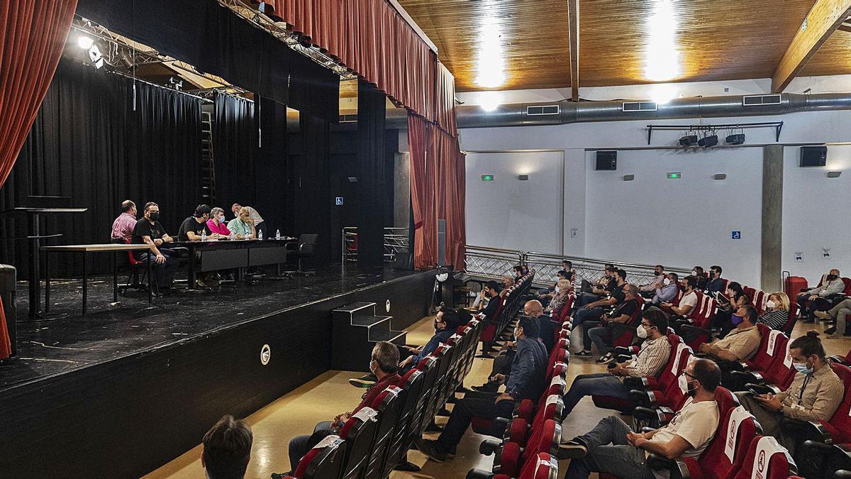 Momentos previos a iniciar la Asamblea Extraordinaria de la Federación en el Centro Cultural Ramón Alonso Luzzy.