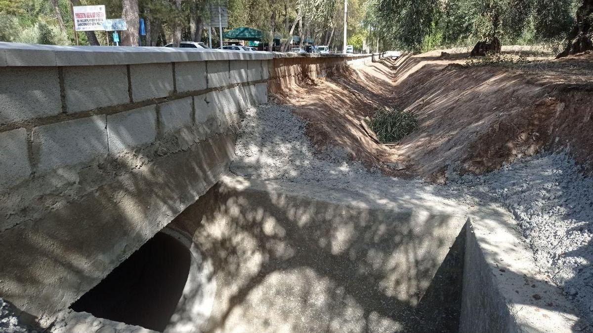 Obras que se desarrollan en la carretera CO-6215.