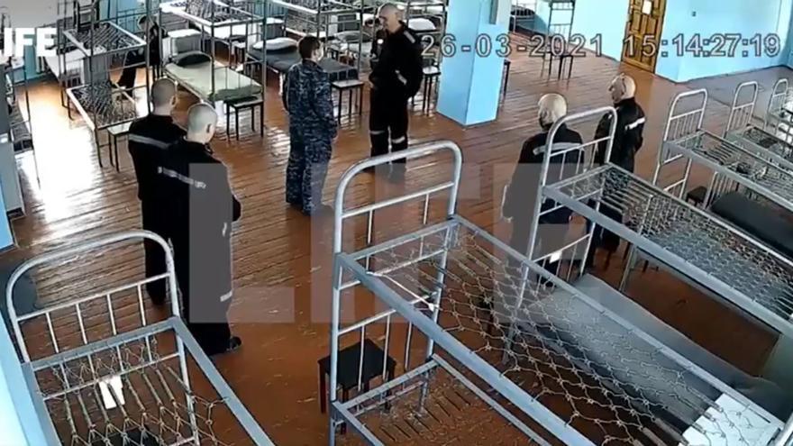 La televisión rusa difunde imágenes de Navalni en prisión y asegura que está en buen estado de salud