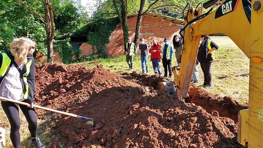 Se reanudan las labores de prospección en las fosas de El Rellán (Grado) tras 9 meses paradas