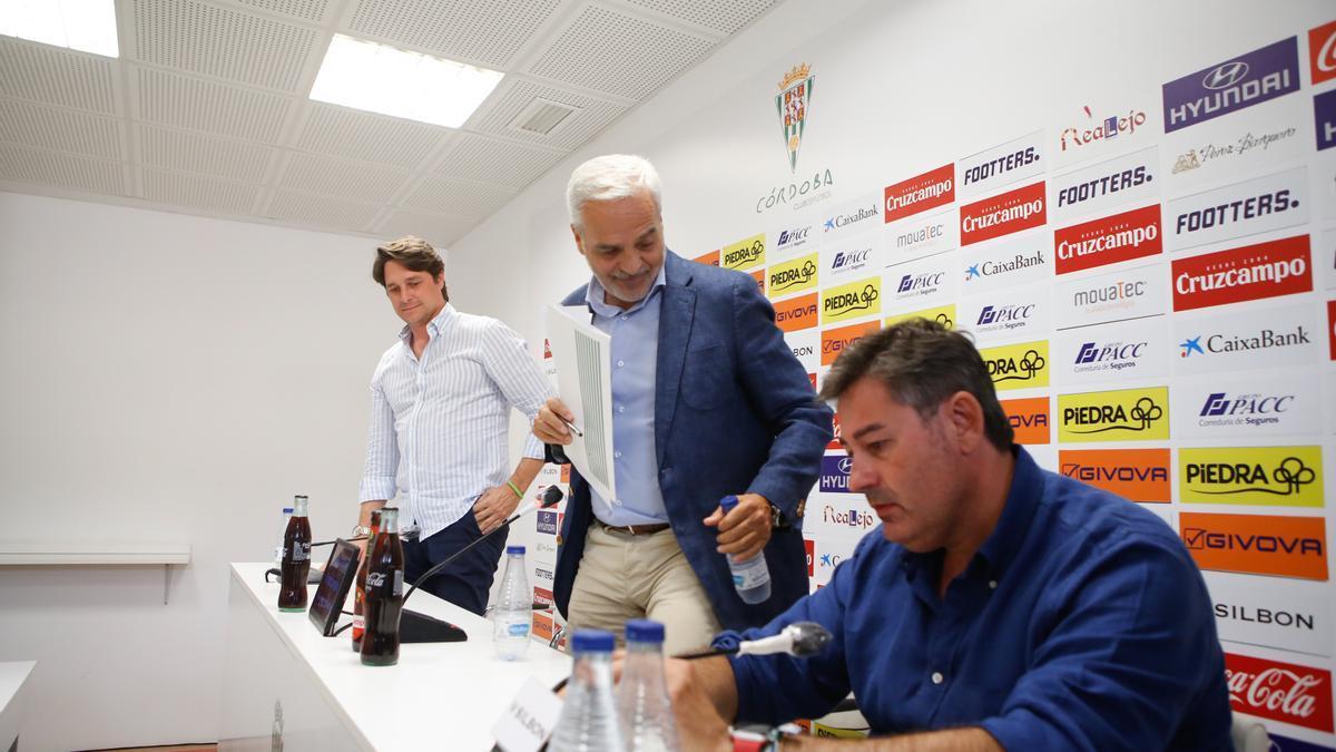 Javier González Calvo, en primer plano, y Adrián Fernández Romero, el día de la despedida de Miguel Valenzuela.