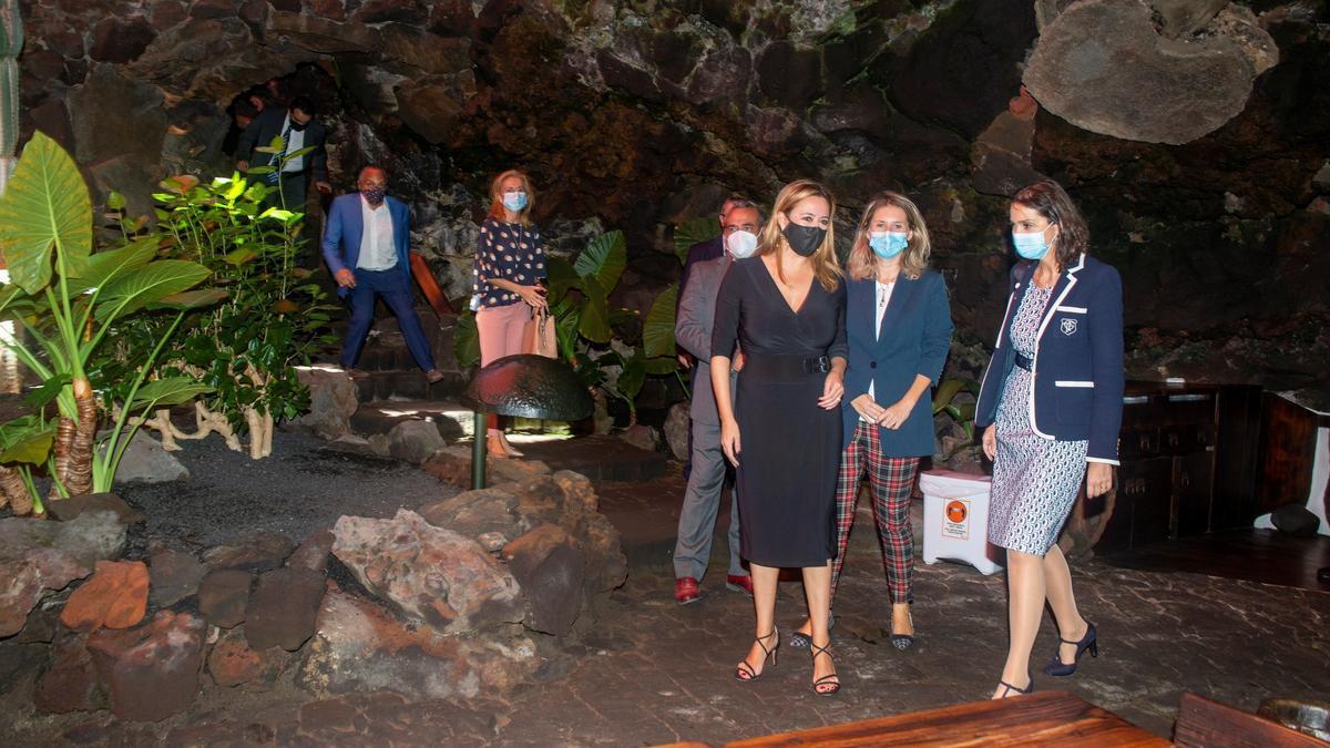 La ministra de Turismo asistió en Lanzarote a la presentación de una campaña de apoyo al comercio de proximidad