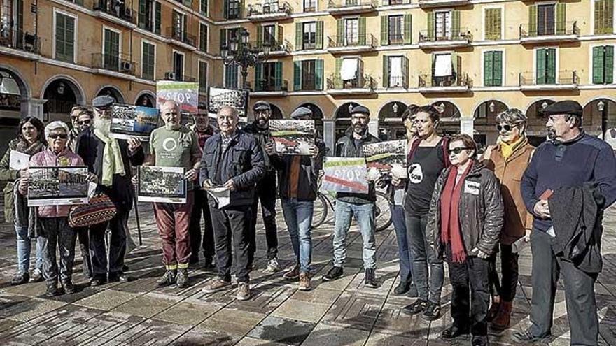 Entidades ciudadanas debaten sobre el futuro de las galerías de la plaza Major