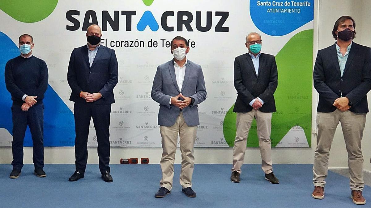 Ricardo Martínez, Enrique Arriaga, José Manuel Bermúdez, Laureano Pérez y Guillermo Ríos, ayer. | | EL DÍA
