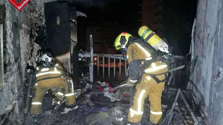 Cincuenta vecinos desalojados en el incendio de un segundo piso en Benidorm